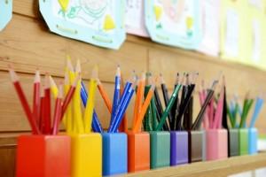 幼稚園の教室の色鉛筆