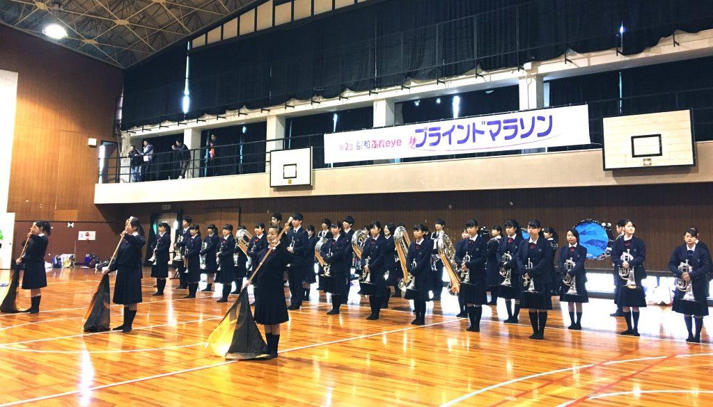 京都明徳高校マーチングバンド部が参加!『第2回 京都ふれeyeブラインドマラソン』開会式をサポート!レポ